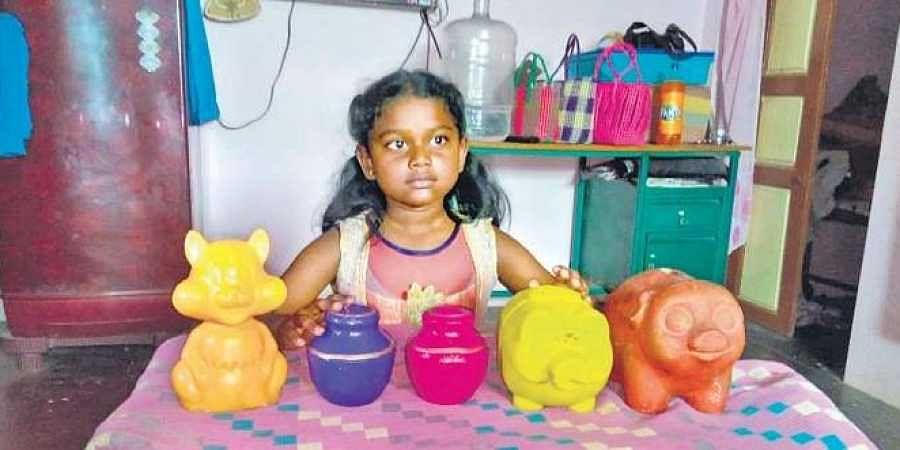 Class 2 girl in Villupuram donates piggy bank savings to Kerala- The