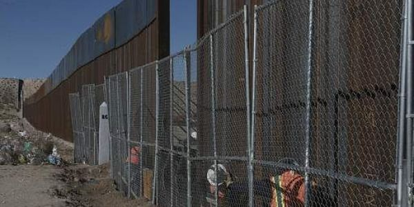 Workers continue work raising a taller fence in the Mexico-US border. (File Photo | AP)