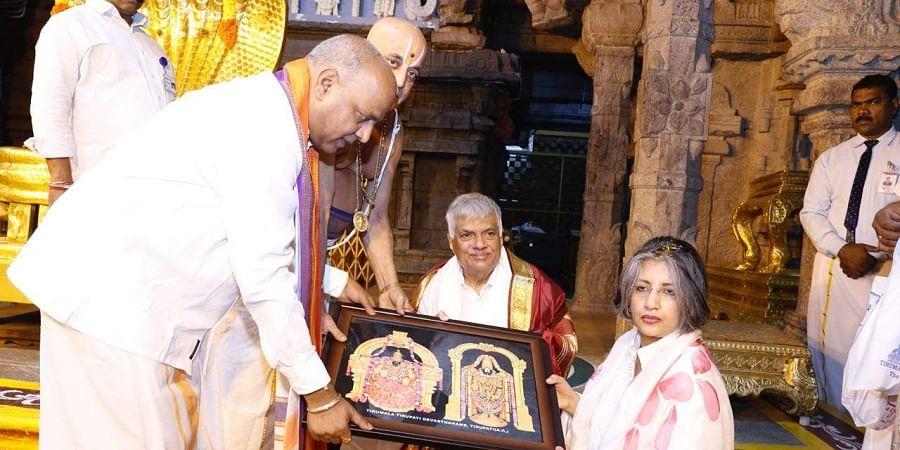 Sri Lankan Prime Minister Ranil Wickremesinghe offered prayers at the famous hill shrine of Lord Venkateswara in Tirumala town today. (Photo | EPS)