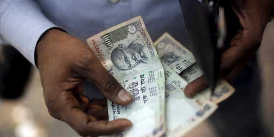 money, 100 rupee note, india economy, indian economy, money, cash, currency