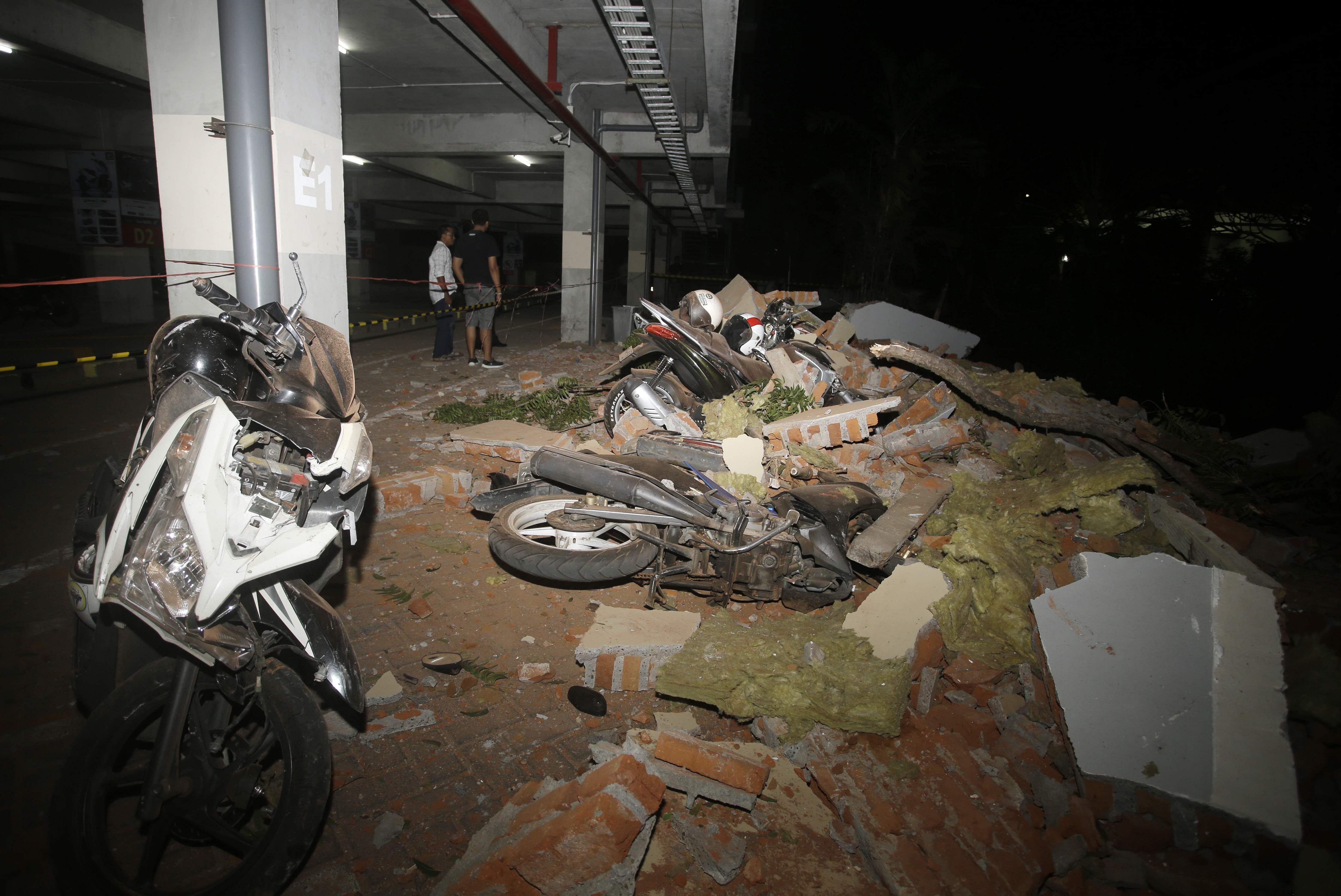 indonesia_quake_AP13