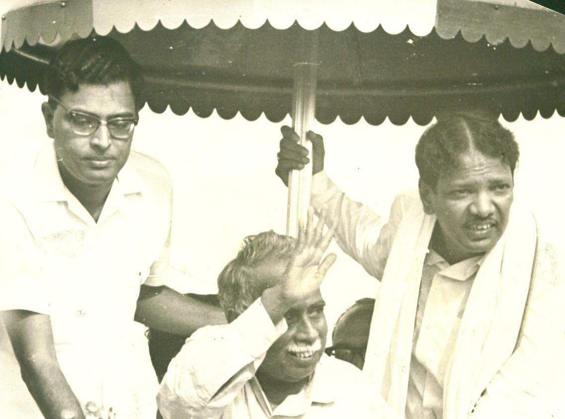 Former DMK Chief M Karunanidhi stand besides DMK founder C N Annadurai at a rally (Photo | EPS)