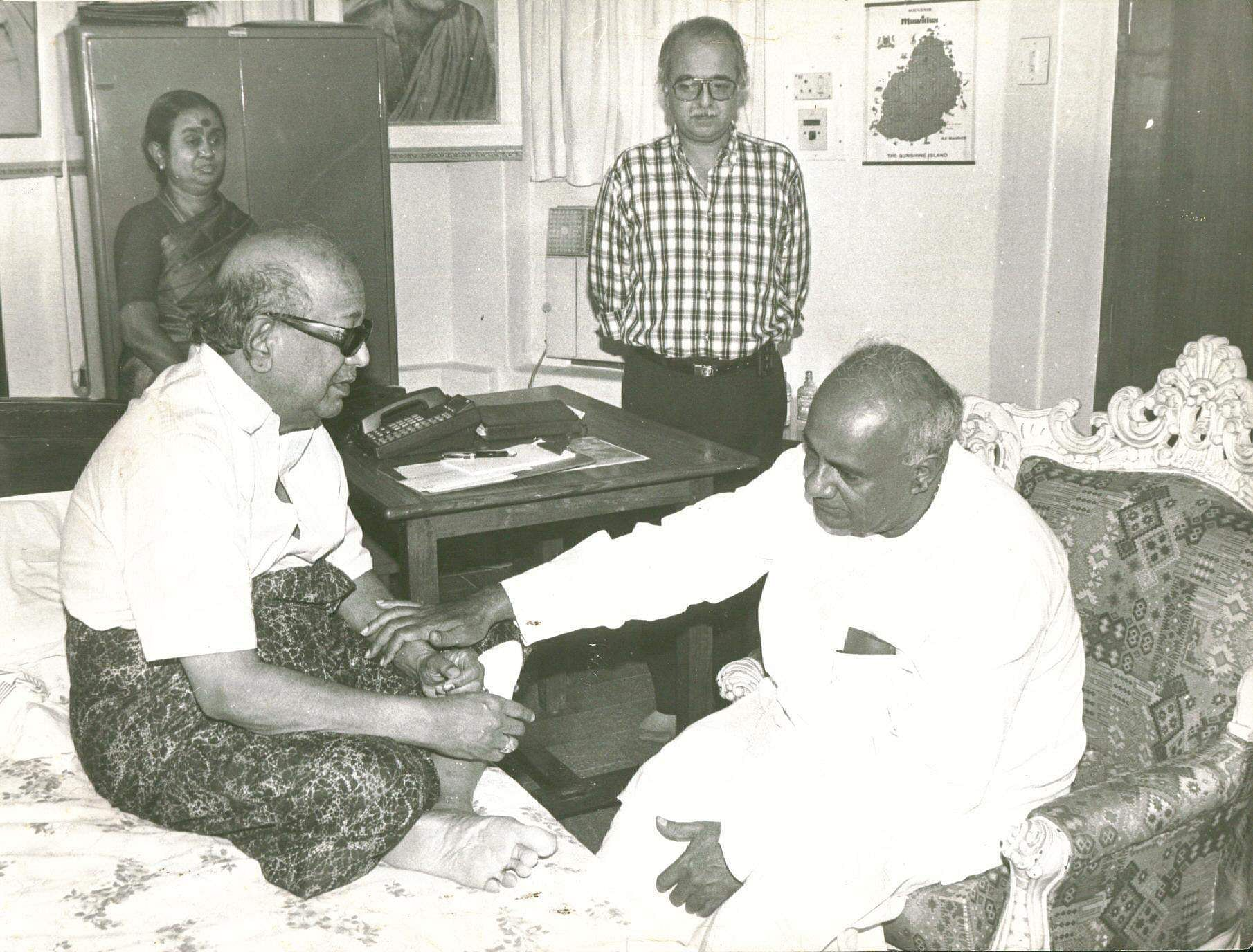 The five-time Chief Minister M Karunanidhi being visited by former Prime Minister H D Deve Gowda at his residence (Photo | EPS)