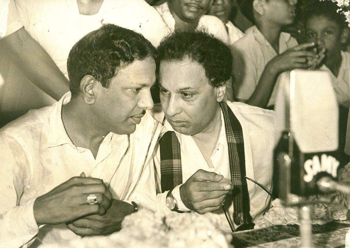 DMK leaders M Karunanidhi and M G Ramachandran (right) at a meeting (Photo | EPS)