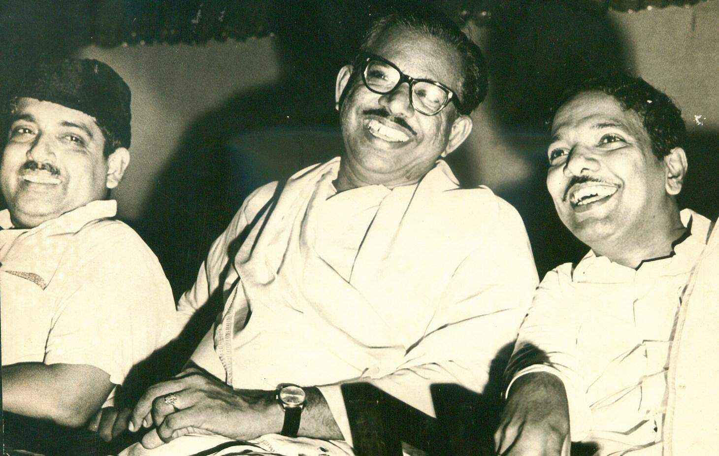 V R Nedunchezhian (centre) with DMK chief M Karunanidhi (Photo | EPS)