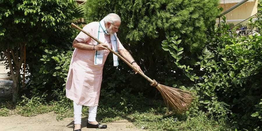 PM_modi_sweeping