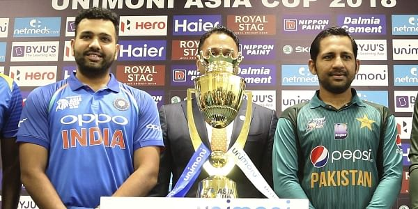 Captains of India Rohit Sharma and Pakistan Sarfraz Ahmed pose with the Asia Cup in Dubai (File | AP)