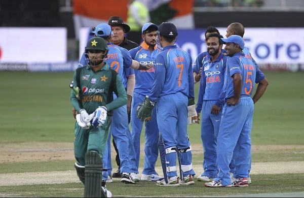 India's Kedar Jadhav celebrates a Pakistan wicket with his teammates during their Asia Cup tie | AP
