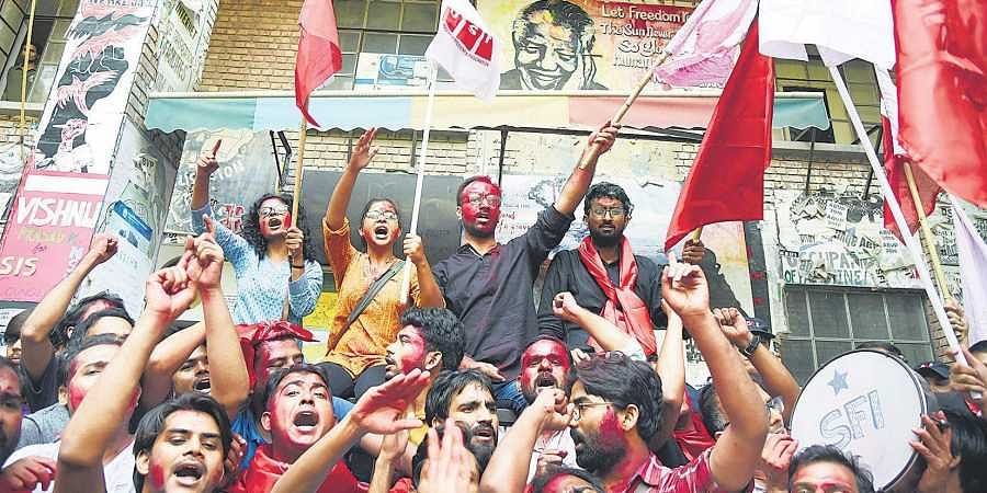 (From left at the back) Amutha Jayadeep (joint secretary), Sarika Chaudhary (vice-president) Aejaz Ahmed Rather (general secretary) and N. Sai Balaji (president) celebrate their victory in JNUSU polls with supporters. (EPS | Parveen negi)