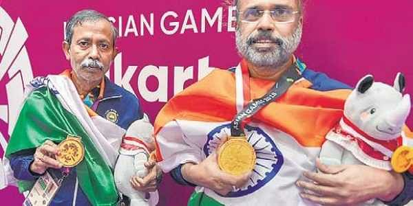 Pranab Bardhan (L) and Shibnath Sarkar after winning the men's pair gold in bridge at the Asian Games in Jakarta on Saturday | pti