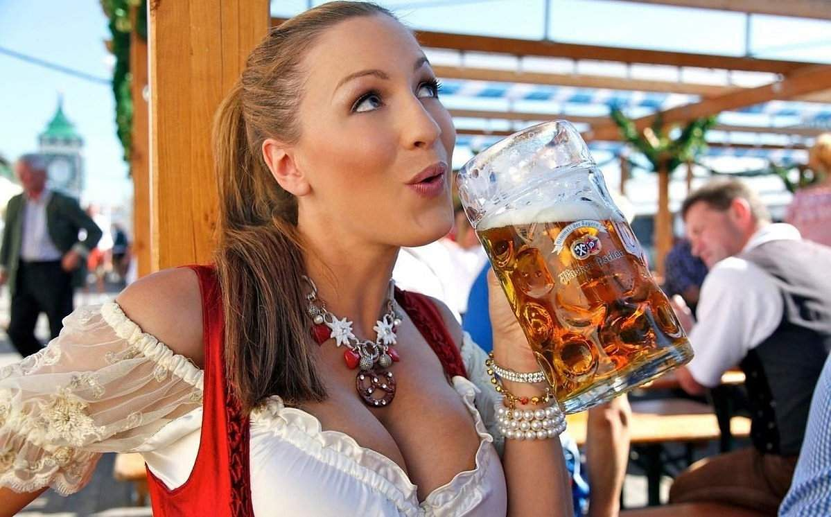 Oktoberfest has gone from strength to strength as an attraction, attracting ever-more drinkers to its benches. (Twitter)