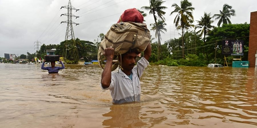 Thousands of people have evacuated from flood-hit areas in Aluva while several others are trapped. (Photo |Albin Mathew /EPS)
