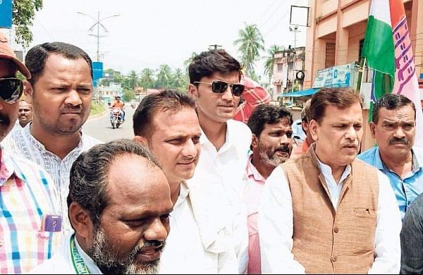 Congress workers led by former Union Minister Srikant Jena