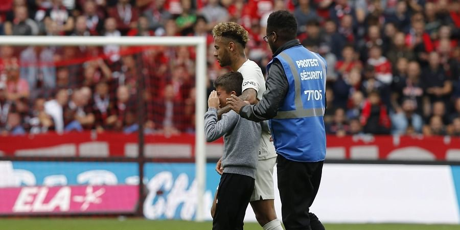 on sale 25fff df28e Neymar gives jersey to crying boy as PSG beats Rennes 3-1 in ...