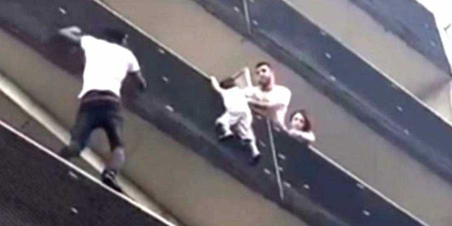 Migrnat 'Spider-man' of Paris rescues dangling boy