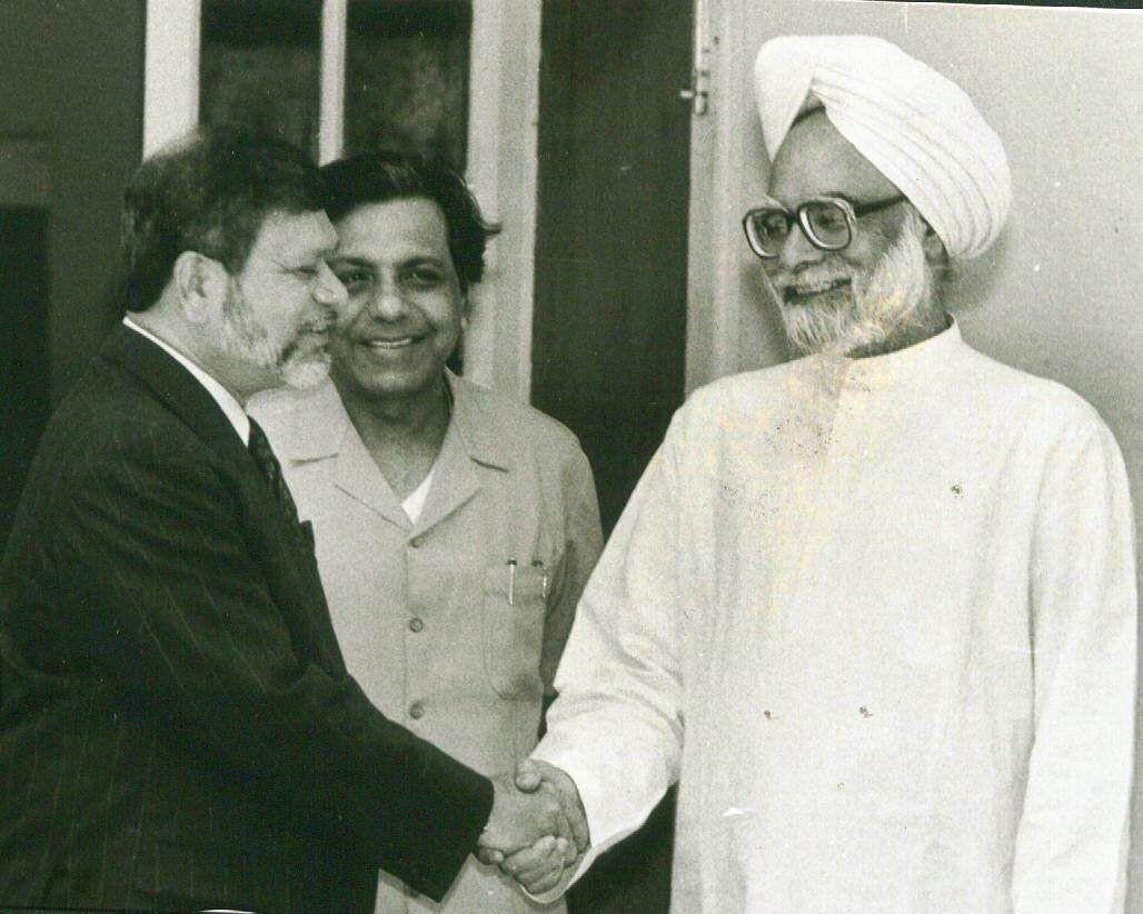 Manmohan Singh, Former Finance Minister of India with Gautam Kazi, Director of World Bank. (Photo | File/EPS)