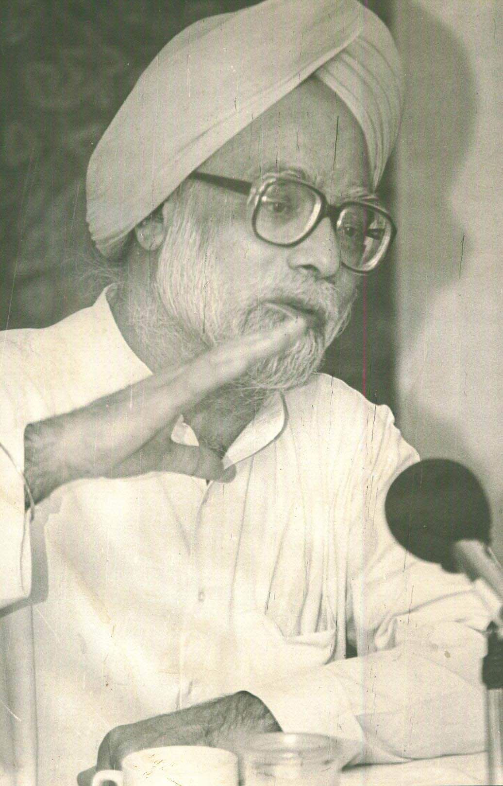 Manmohan Singh, Former Finance  Minister of India at a press conference. (Photo | File/EPS)