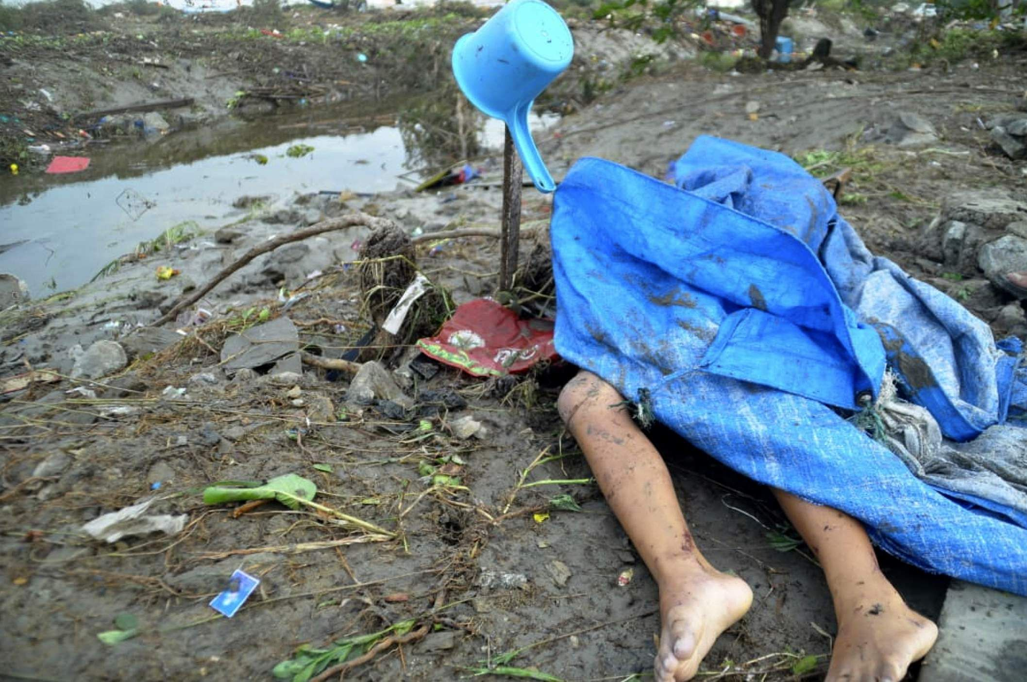 indonesia struck by powerful earthquake tsunami leaving