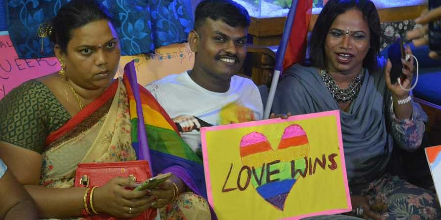 LGBTQ members celebrate the Supreme Court verdict which decriminalises consensual gay sex in Chennai. (Photo | Anirudh Kumar/EPS)