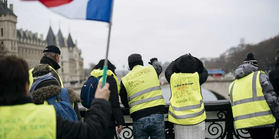 Sporadic clashes break out in latest French 'yellow vest' protests