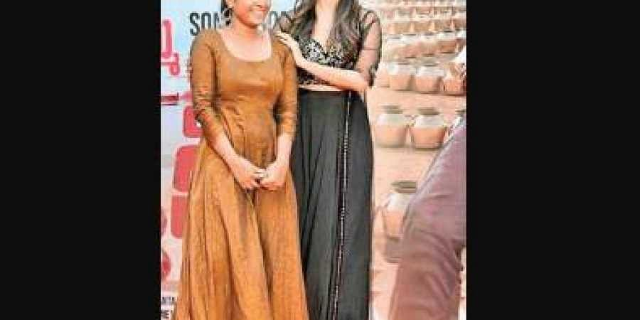 Gauri Naidu Uses Indigenous Fabric From Twin States For Retro Outfits Of Pooja Hegde Varun Tej The New Indian Express