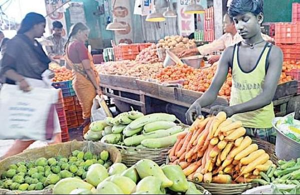 Koyambedu vegetable, fruits traders up in arms against online supply chain company