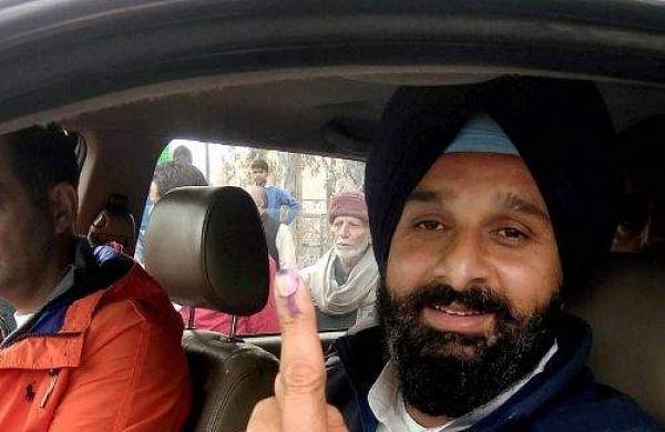 Akali leader Bikram Singh Majithia convoy vehicle collide with truck, CISF jawan killed.