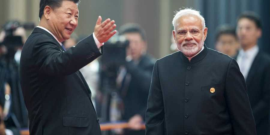 Chinese President Xi Jinping, left, welcoming Indian Prime Minister Narendra Modi
