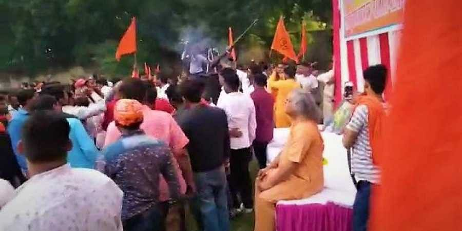 The Jhansi Road police in Gwalior district lodged a case against the unidentified VHP and Bajrang Dal members under Section 336 and Section 34of IPC.