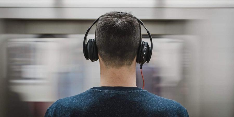 music-earphones-playlists