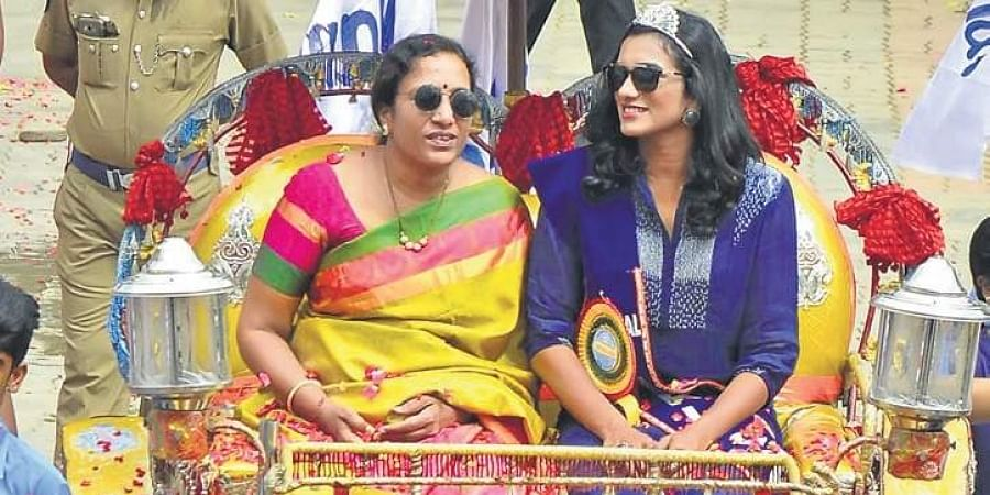 PV Sindhu with her mother at a felicitation function in Chennai.