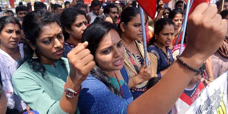 The unaided school teachers raising slogans during the Kerala Unaided School Teachers and Staff Union protest in front of Secretariat demanding wages equivalent to the government and aided sector.