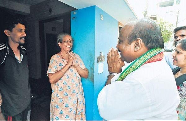 Ernakulam UDF candidate T J Vinodh campaigning at Kaloor. (Photo | EPS/Arun Angela)