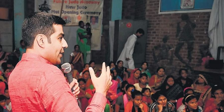 Under the flagship of his NGO, Humanify Foundation, social reformer Niraj Gera holds workshops for adolescents girls and women educating them on various aspects of menstrual hygiene.