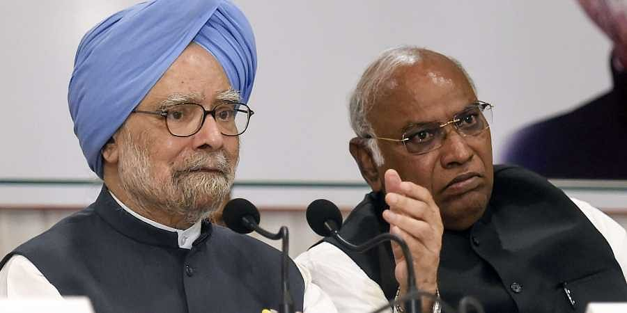 Congress senior leader and former prime minister Manmohan Singh addresses a press conference in Mumbai Thursday Oct. 17 2019. Also seen is Congress leader Mallikarjun Kharge. | (Photo | PTI)