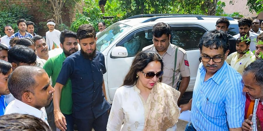 BJP MP from Mathura Hema Malini arrives to address an election campaign rally in support of party candidate Jagdish Nayar at Hodal in Palwal district of Haryana Friday Oct. 18 2019. | (Photo | PTI)