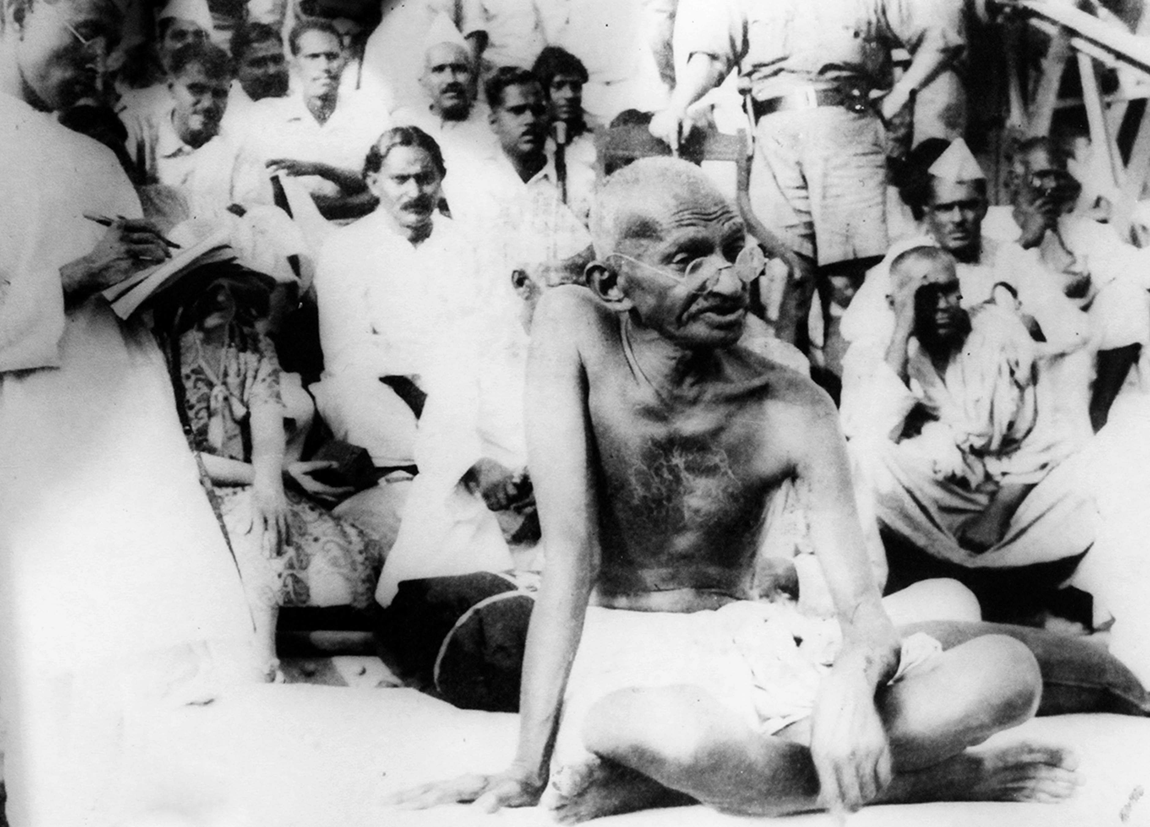 Gandhiji addressing a mob during an anti-untouchability campaign in 1934.