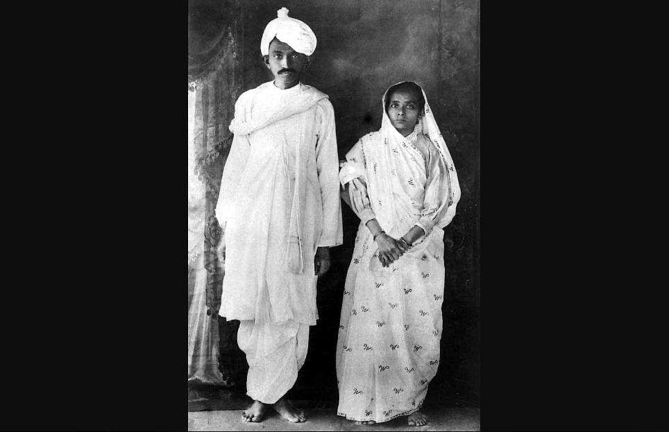 Mahatma Gandhi and his wife Kasturba during their return to India from South Africa on January 1915.