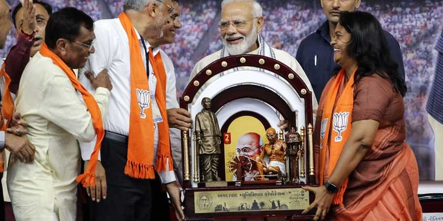 Prime Minister Narendra Modi being felicitated by the BJP workers during a party meeting at the airport in Ahmedabad. (Photo | PTI)