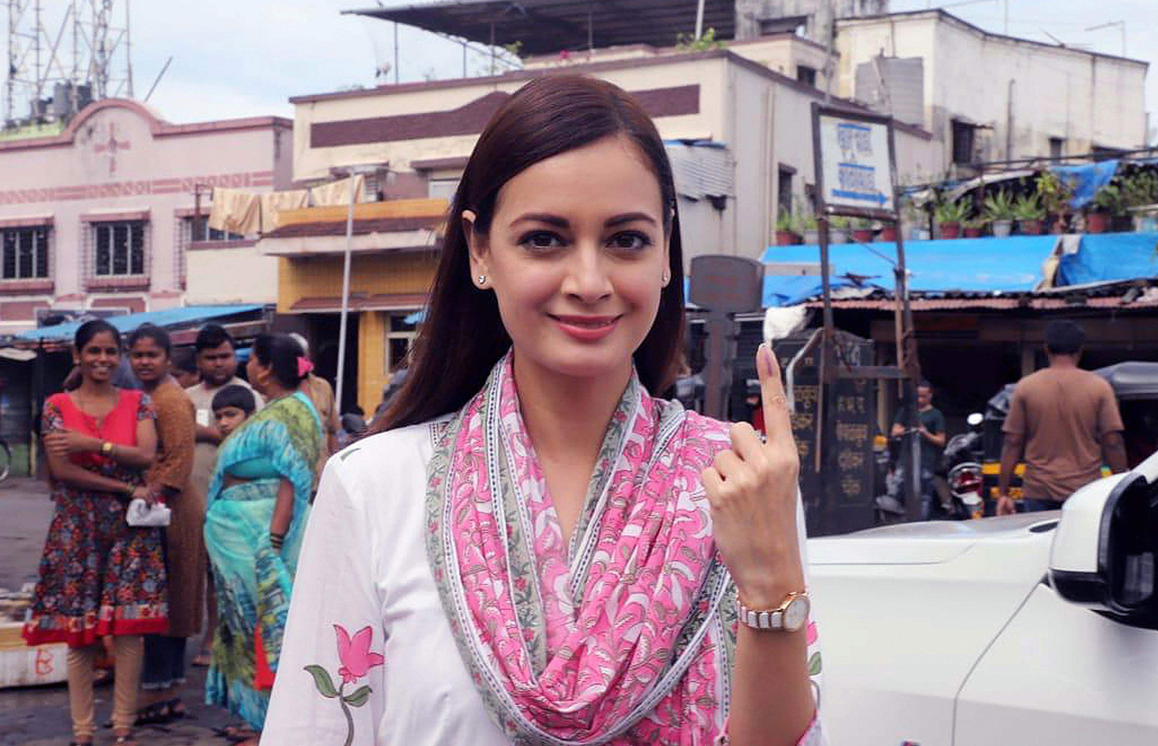 Photos-Bollywood-Politicians-Maharashtra-Elections2019