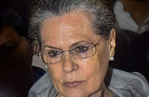 Sonia Gandhi meets D K Shivakumar in Tihar jail