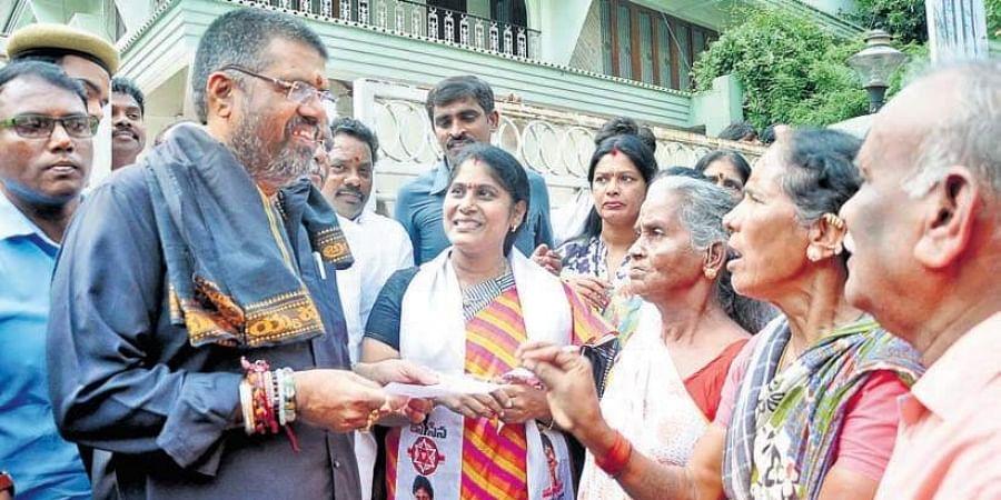 Jana Sena activists submit a memorandum to Tourism Minister Avanthi Srinivas in Visakhapatnam.