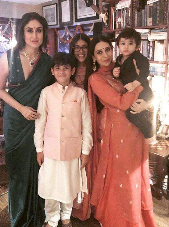 2019-Bollywood-Diwali-Photos-Kareena-Karisma-Kapoor