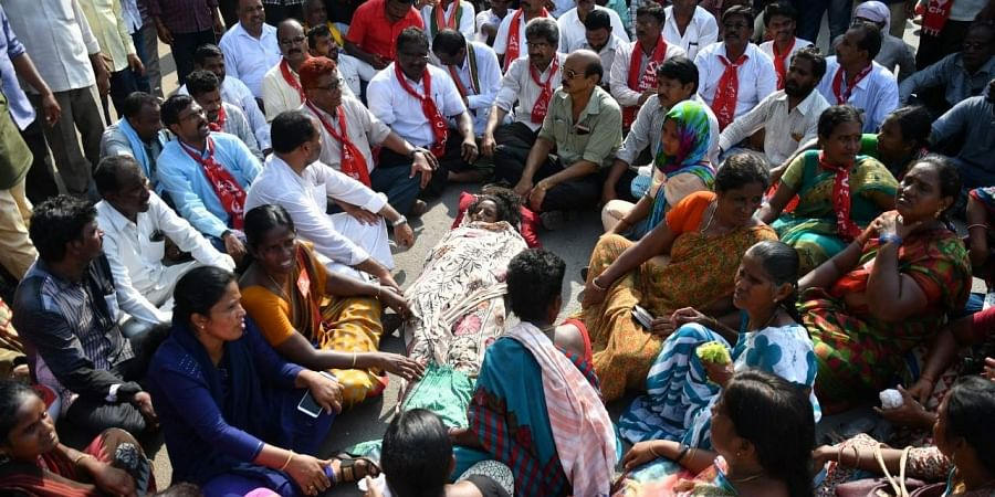 Hundreds of TSRTC employees staged dharna infront of the Khammam District Collector's office carrying the the dead body of woman conductor B Neeraja, who committed suicide on Monday