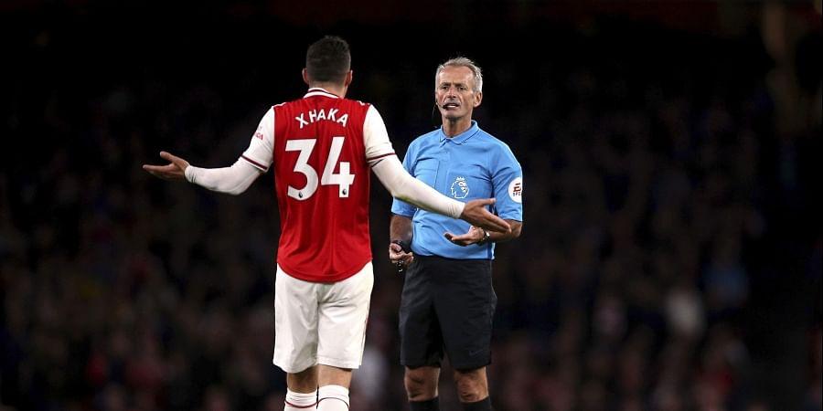 Football Referee, Booking, Xhaka