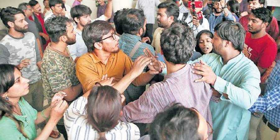 Leftwing and ABVP supporters came to blows on JNU campus on the issue of revocation of Article 370 in Jammu and Kashmir.
