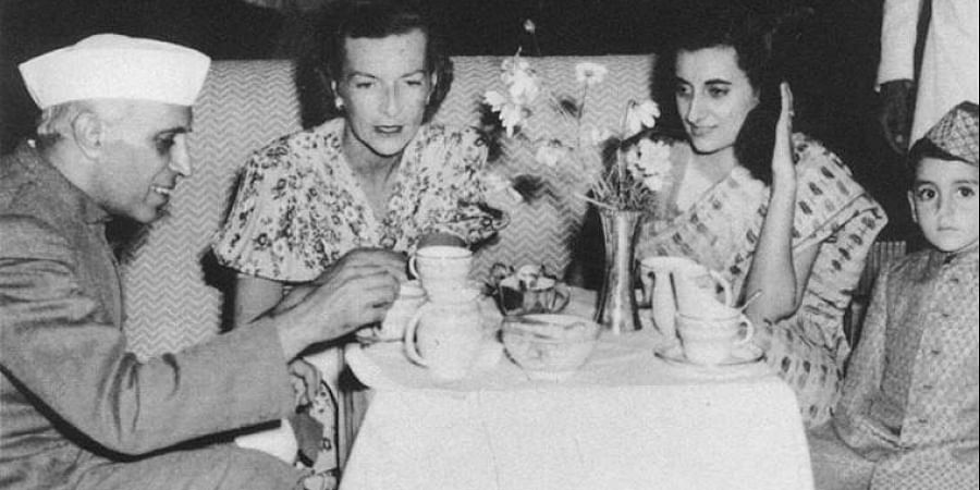 Edwina Mountbatten (in the middle) having tea with Jawaharlal Nehru, his daughter Indira Gandhi, and her son Rajiv.