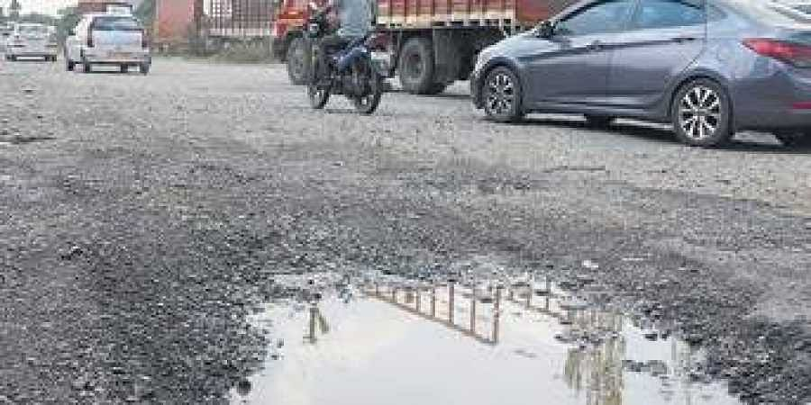Pothole on Chennai-Bengaluru NH near Parivakkam