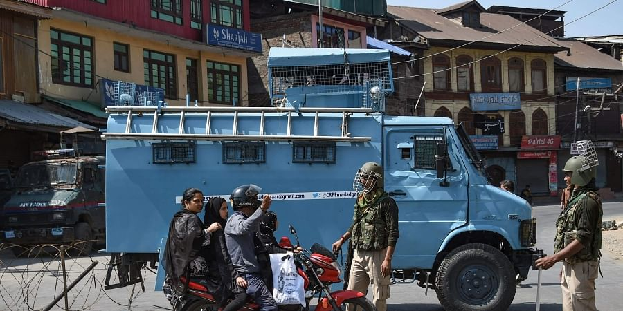 Jammu and Kashmir, Kashmir clampdown