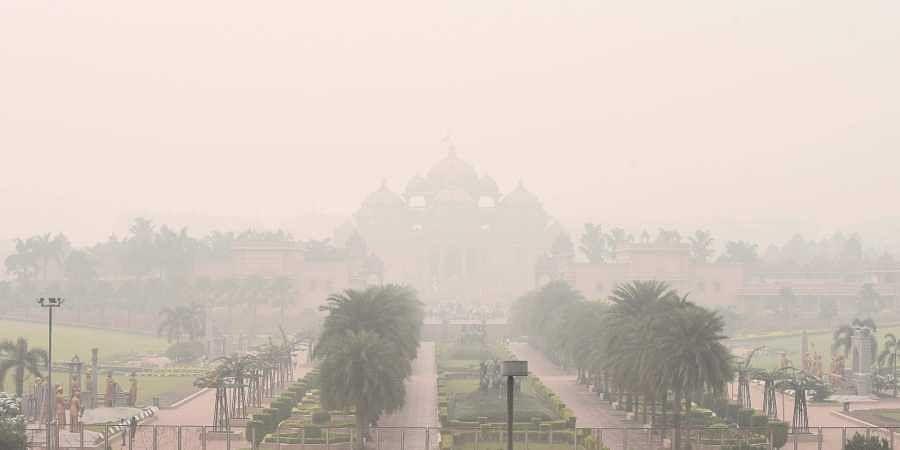 Air pollution, delhi, Akshardham temple